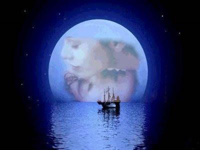 Um amor sob a luz lua com a pele nua é tudo de bom